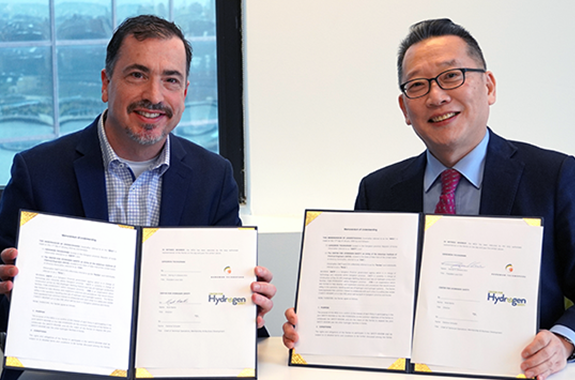Nick Barilo (left), Director of the Center for Hydrogen Safety, and Seong In (Steven) Kim (right), President and CEO of South Korea's Gangwon Technopark, participated in the MoU signing on January 13, 2020. (Photo: Sonja Bradfield)